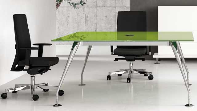 Яркий дизайн офисной мебели Enosi Evo